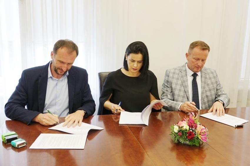 Podpisano umowę na remont drogi w kierunku Radzikowic