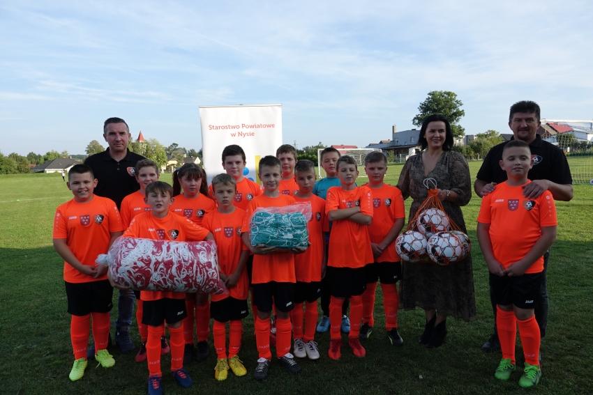 Powiatowe wsparcie dla młodych piłkarzy!