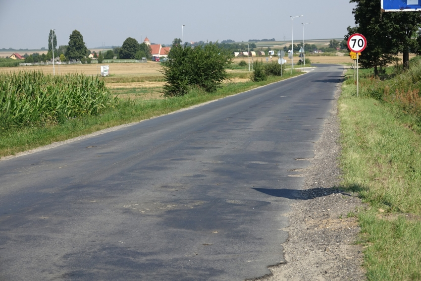 Ruszyły prace na drodze do Radzikowic