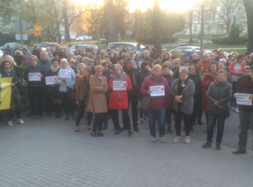 Mieszkańcy Nysy wyrazili poparcie dla strajku nauczycieli