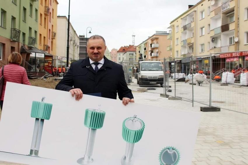 Radny powiatu nyskiego chce, żeby na ulicach Nysy stanęły poidła