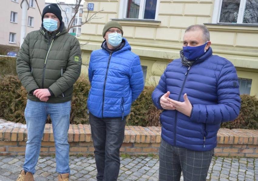 """""""Brak informacji o szczepieniach seniorów"""". PO wytyka zaniechanie."""