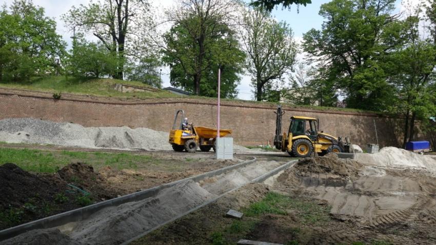 Powstaje kolejny fragment ścieżki przez nyskie fortyfikacje