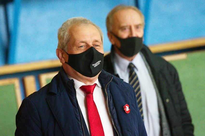 Wojewoda Opolski odwiedził punkt szczepień w Otmuchowie.