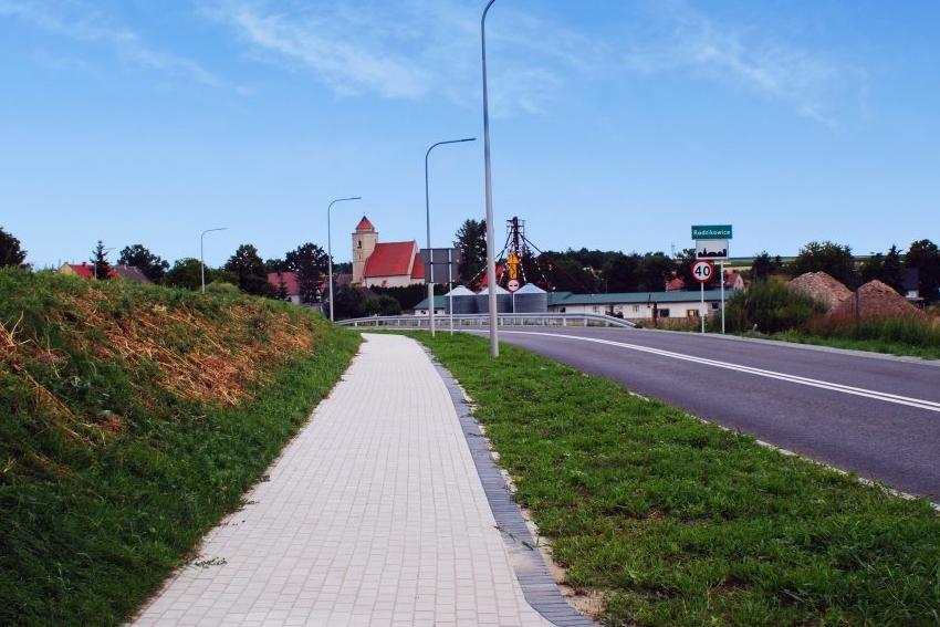 Koniec przebudowy drogi prowadzącej do Radzikowic